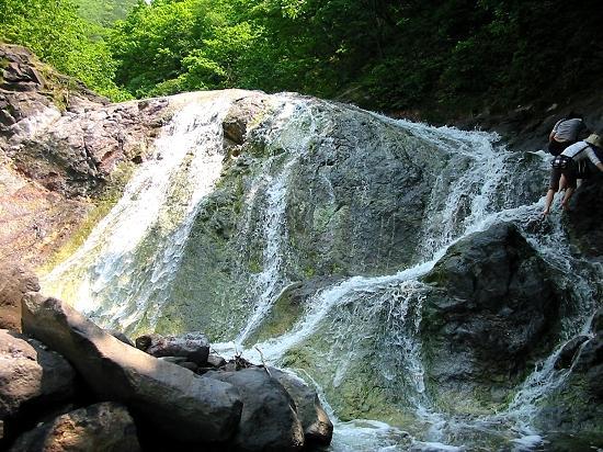 今では懐かしい知床半島「カムイワッカ湯の滝」危険な滝
