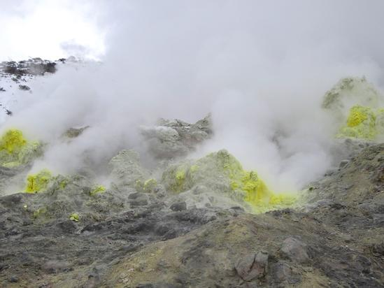 川湯温泉 効く!硫黄むきだしの硫黄山