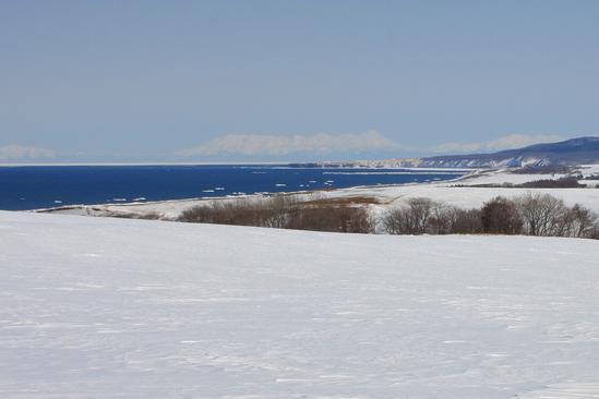 雪原から望む流氷 北見市常呂