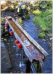 木製の水飲み場 水温:摂氏6度前後